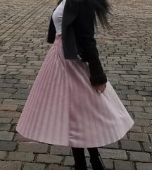 Duga roze suknja