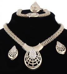 Zanimljiva ogrlica sa minđućama, prstenim