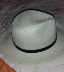 Beli letnji šeširić