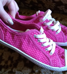 Roze sa belim tufnicama :)