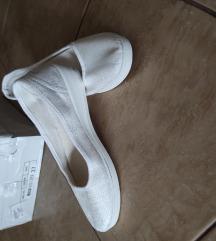 Cipele belo srebrne