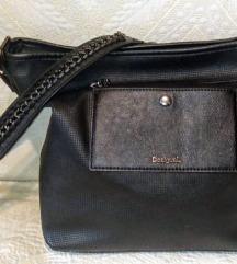 Desigual - odlična crna torba