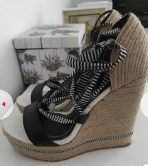 Snizeno Nove Zara sandale