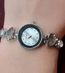 Zenski rucni sat u srebrnoj boji sa srcima