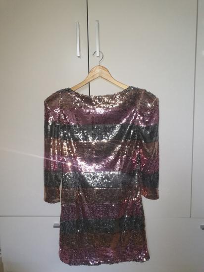 Šljokičasta haljina sa 3/4 rukavima