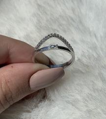 Srebrni prsten polucirkon