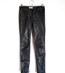 Srebrno/crne voskirane pantalone
