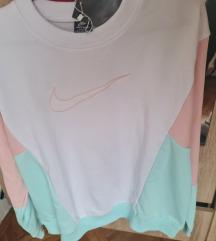 Nike duks sa etiketom