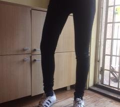 Crne somotske BENETTON pantalone NOVO sa etiketom!