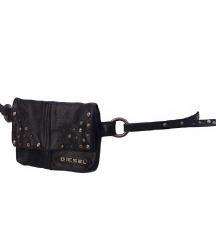 DIESEL crni kožni remen sa zakovicama i torbicom
