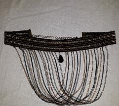 Zanimljiva moderna crno zlatna ogrlica