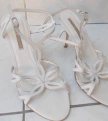 BUFFALO LONDON elegnatne bele sandale