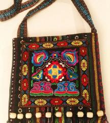 NOVA Etno torbica sa vezenim tribalima