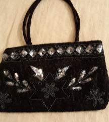 Crna mala svecana torbica