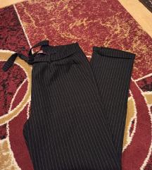 Crne pantalone na liniju KAO NOVO