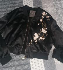 Guess crna bomber jaknica original kao nova