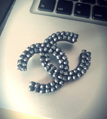 Chanel crno silver bros 4x3,8cm
