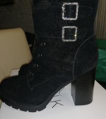 Nove cizme br. 40