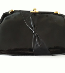 Elegantna, lakovana vintage torbica sa masnom