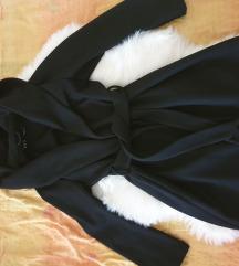 Zara crni kaput sa kapuljacom M velicina