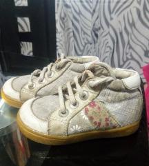 Hodajuce cipelice.
