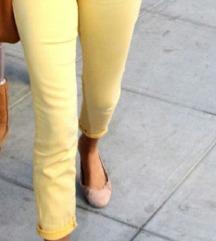 Žute kapri pantalone