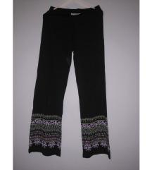 Neobicne pantalone sa printom
