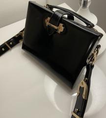 Zara kozna torbica sa zlatnim detaljima -novo-