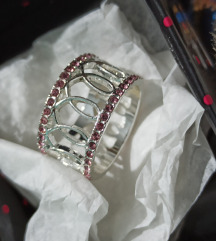 Avon prsten ruzicaste vrpce