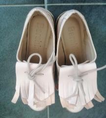 Bershka cipele puder roze lakovane