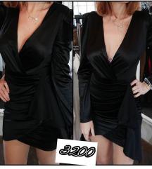 Crna kratka haljina sa etiketom