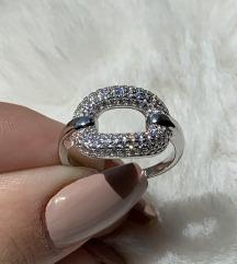 Srebrni prsten krug sa cirkonima