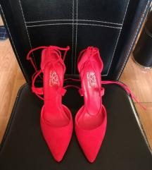 Crvene cipele na pertlanje