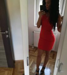 Mala crvena haljinica