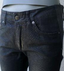crne farmerke uskih nogavica S ili M H&M