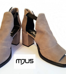 Nove 42Mjus sandale kozne
