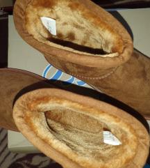 Potpuno nove cizme/patofne, broj 37