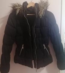 Prelepa crni kaput