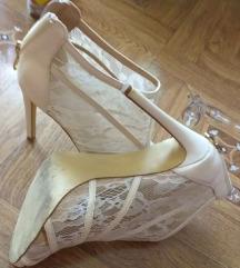 Bele sandale sa otvorenim prstima