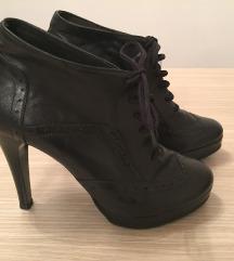 Crne cipele sa pertlama