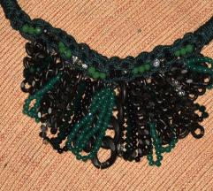 Ogrlica od perlica nijanse zelene NOVO
