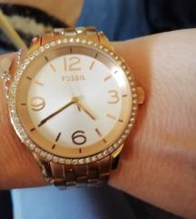 Fossil sat original.. Nije nikada nosen..