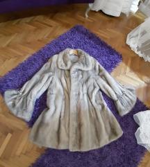 Na prodaju bunda od nerca