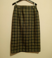 Duža karirana Hucke suknja