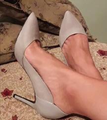 BERSHKA cipele salonke u svetlo sivoj boji Novo