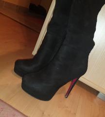 Crne cizme iznad kolena