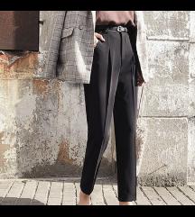 Pantalone crne NOVO