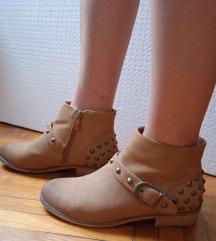 Čizme broj 38