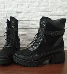 REZ NOVE Crne cizme