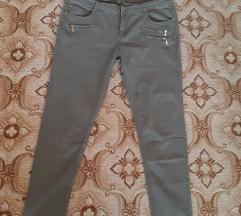 Nove maslinaste pantalone vel. 44